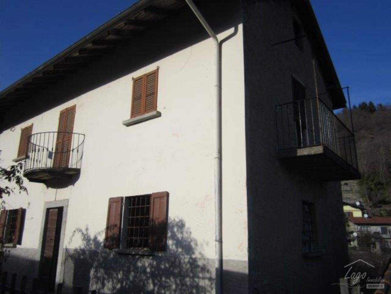 haus sonnig gelegen zum renovieren in trarego viggiona lago maggiore piemont italien. Black Bedroom Furniture Sets. Home Design Ideas