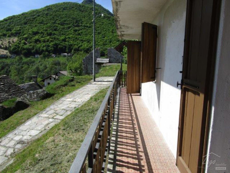 wohnung mit balkon terrasse und gartenanteil in finero valle cannobina immobilien am lago. Black Bedroom Furniture Sets. Home Design Ideas