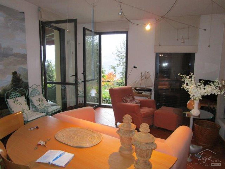 sch ne wohnung mit seeblick und garten in der residenz villa ada in ghiffa lago maggiore. Black Bedroom Furniture Sets. Home Design Ideas
